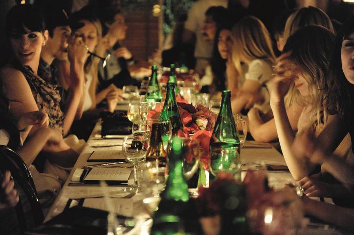 01-friends-dinner-w724